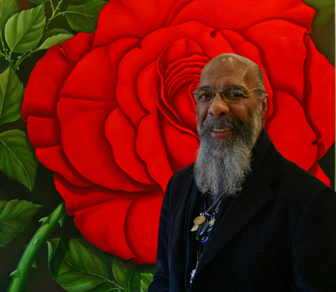 Photo of Richie Havens in front of a painting